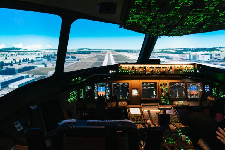 Cockpit B-777-Flugsimulator Runway 34